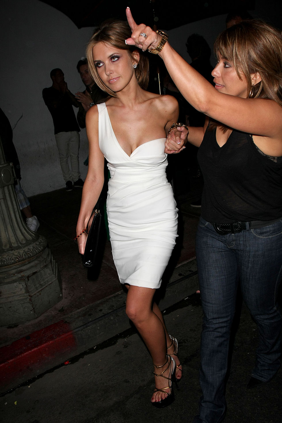 audrina-patridge-24th-birthday-party-at-beso-in-los-angeles-07