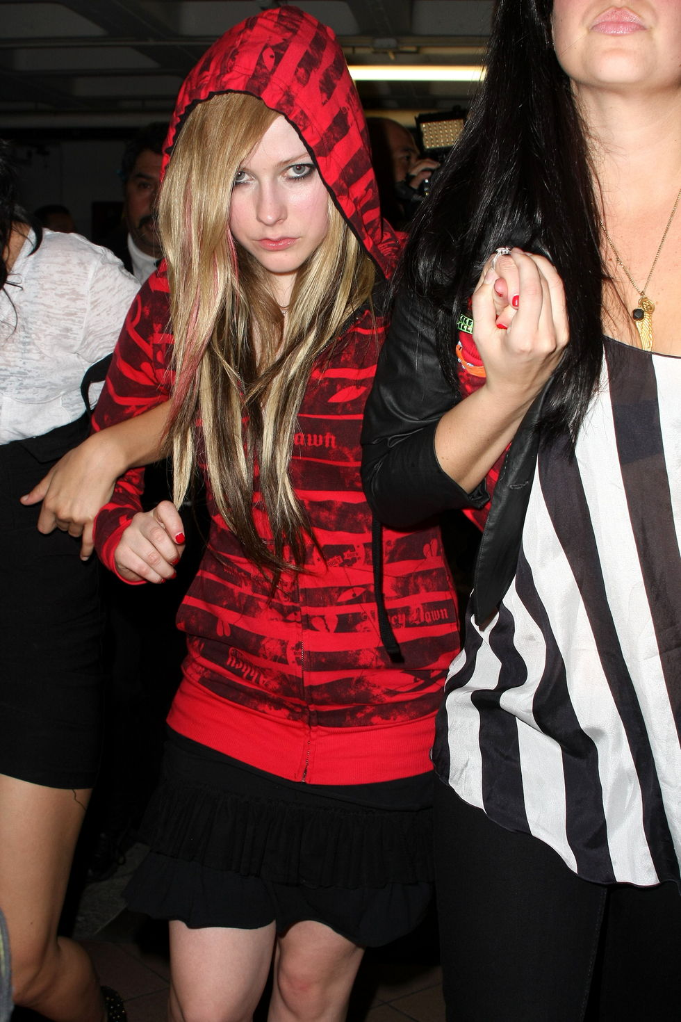 avril-lavigne-at-my-house-in-hollywood-06