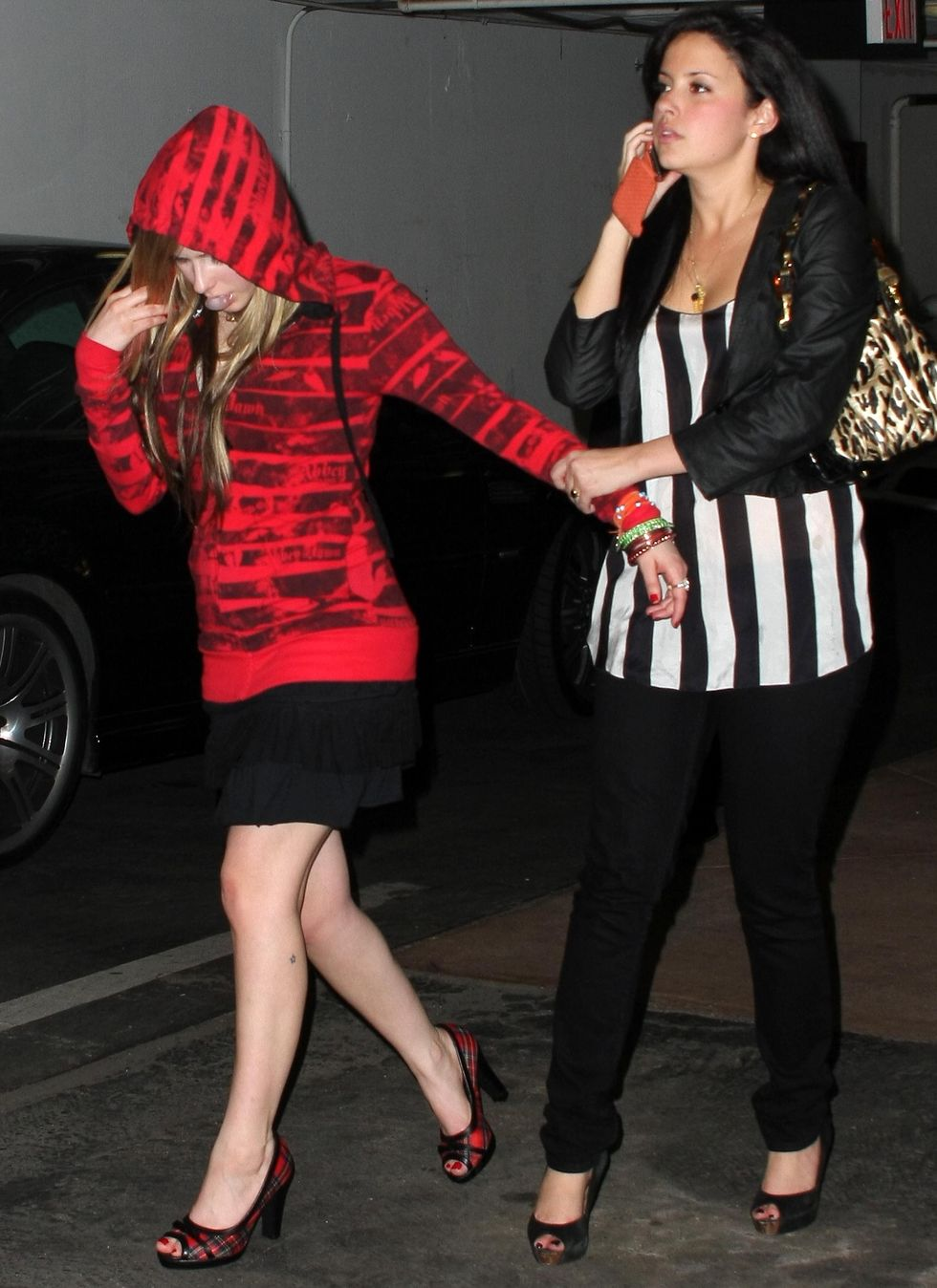 avril-lavigne-at-my-house-in-hollywood-13