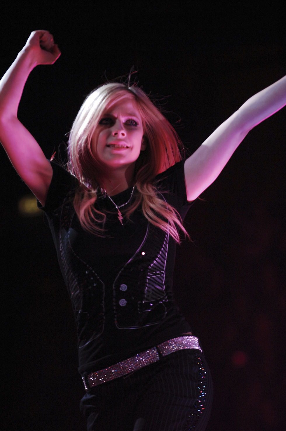avril-lavigne-the-best-dawn-tour-performance-in-milan-02