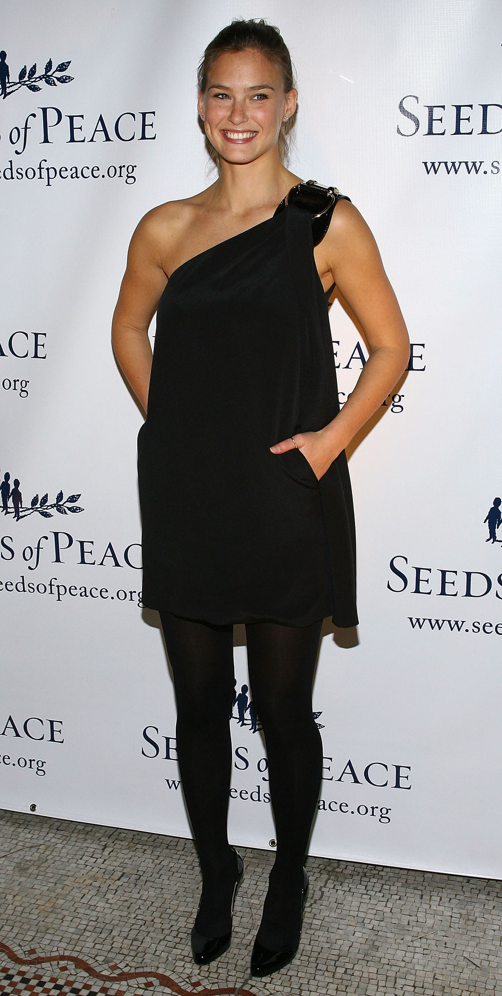 bar-rafaeli-and-emmanuelle-chriqui-seeds-of-peace-honoring-new-york-mets-general-manager-01