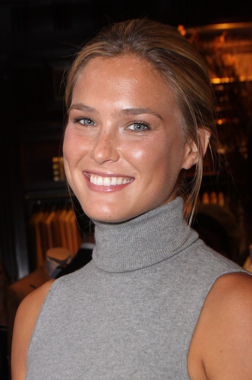 bar-refaeli-fashions-night-out-event-in-new-york-01