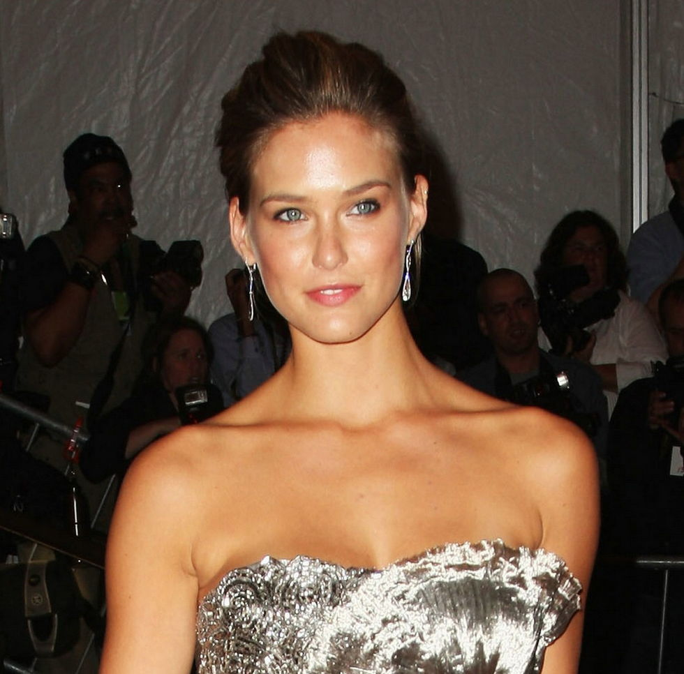 bar-refaeli-the-model-as-muse-embodying-fashion-costume-institute-gala-01