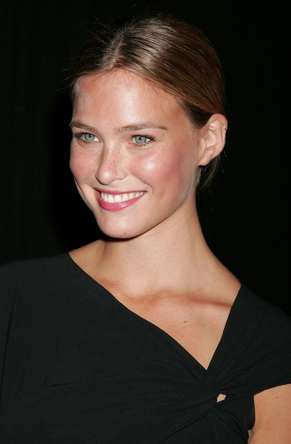 bar-refaeli-tommy-hilfigers-bravo-tv-special-party-in-beverly-hills-01