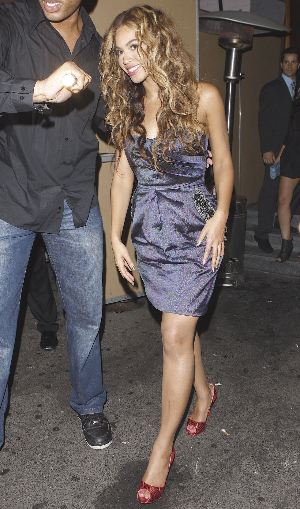 beyonce-knowles-at-hyde-lounge-in-hollywood-03