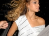 beyonce-leggy-candids-at-kanaloa-nightclub-in-london-01