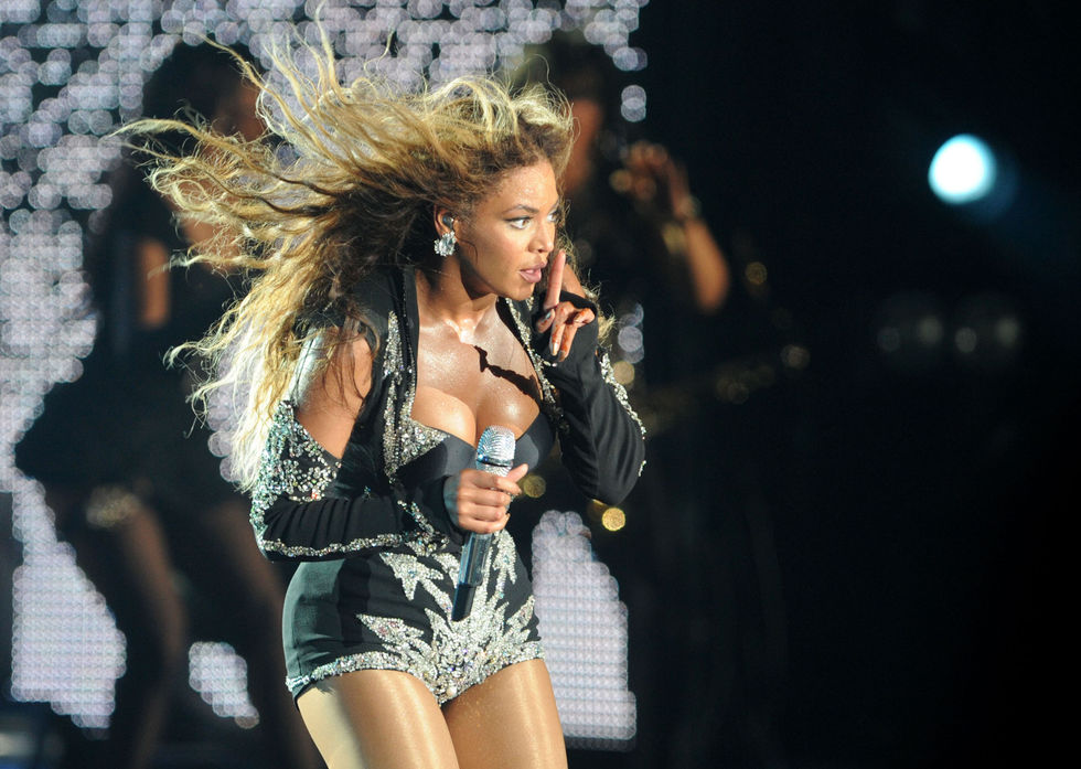 beyonce-performs-at-f1-rocks-concert-in-singapore-01