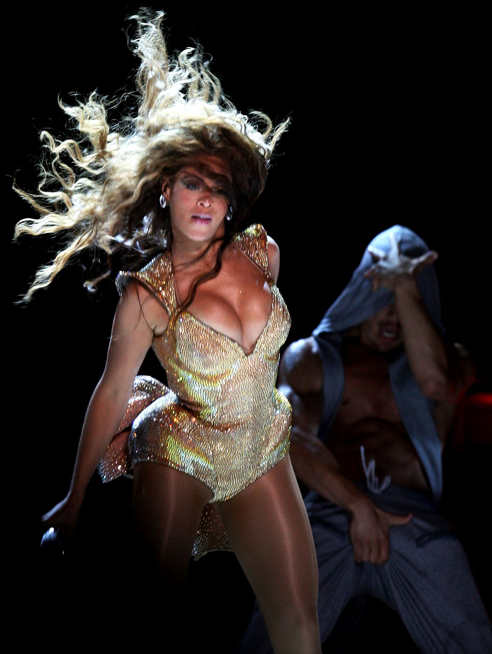 beyonce-performs-at-the-essence-music-festival-01