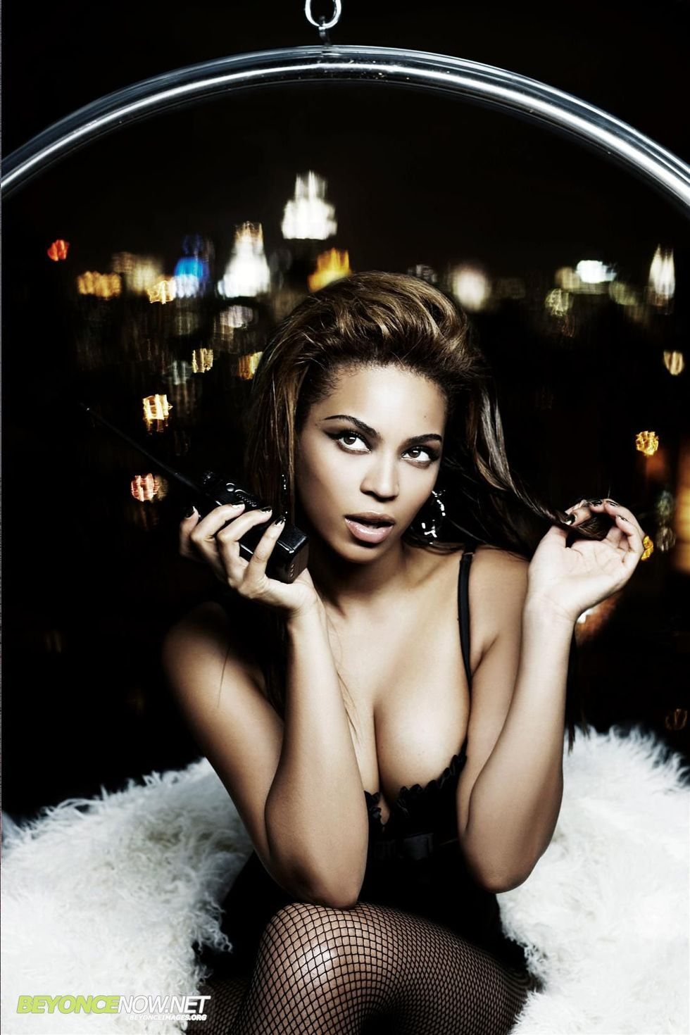 beyonce-knowles-giant-magazine-photoshoot-01