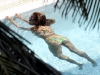 beyonce-knowles-in-bikini-in-a-pool-at-a-miami-beach-hotel-04