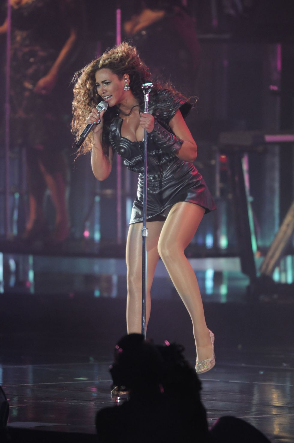 beyonce-knowles-performs-live-in-concert-at-the-arco-arena-01