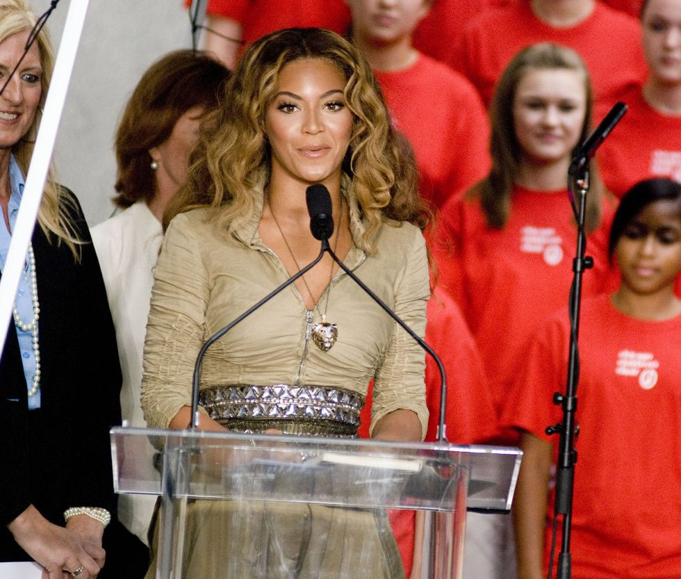 beyonce-knowles-show-your-helping-hand-hunger-relief-initiatvie-01