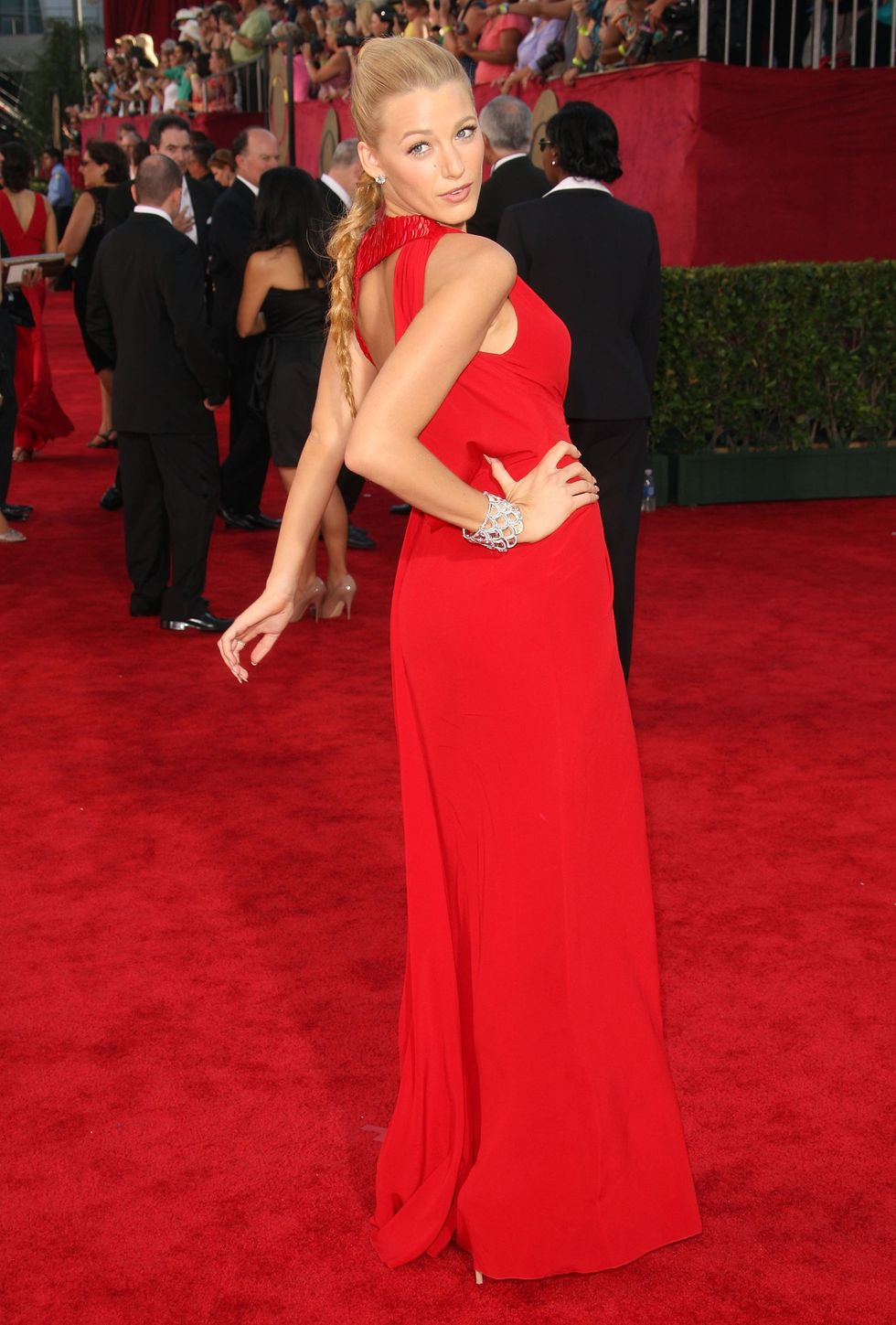 blake-lively-61st-primetime-emmy-awards-01