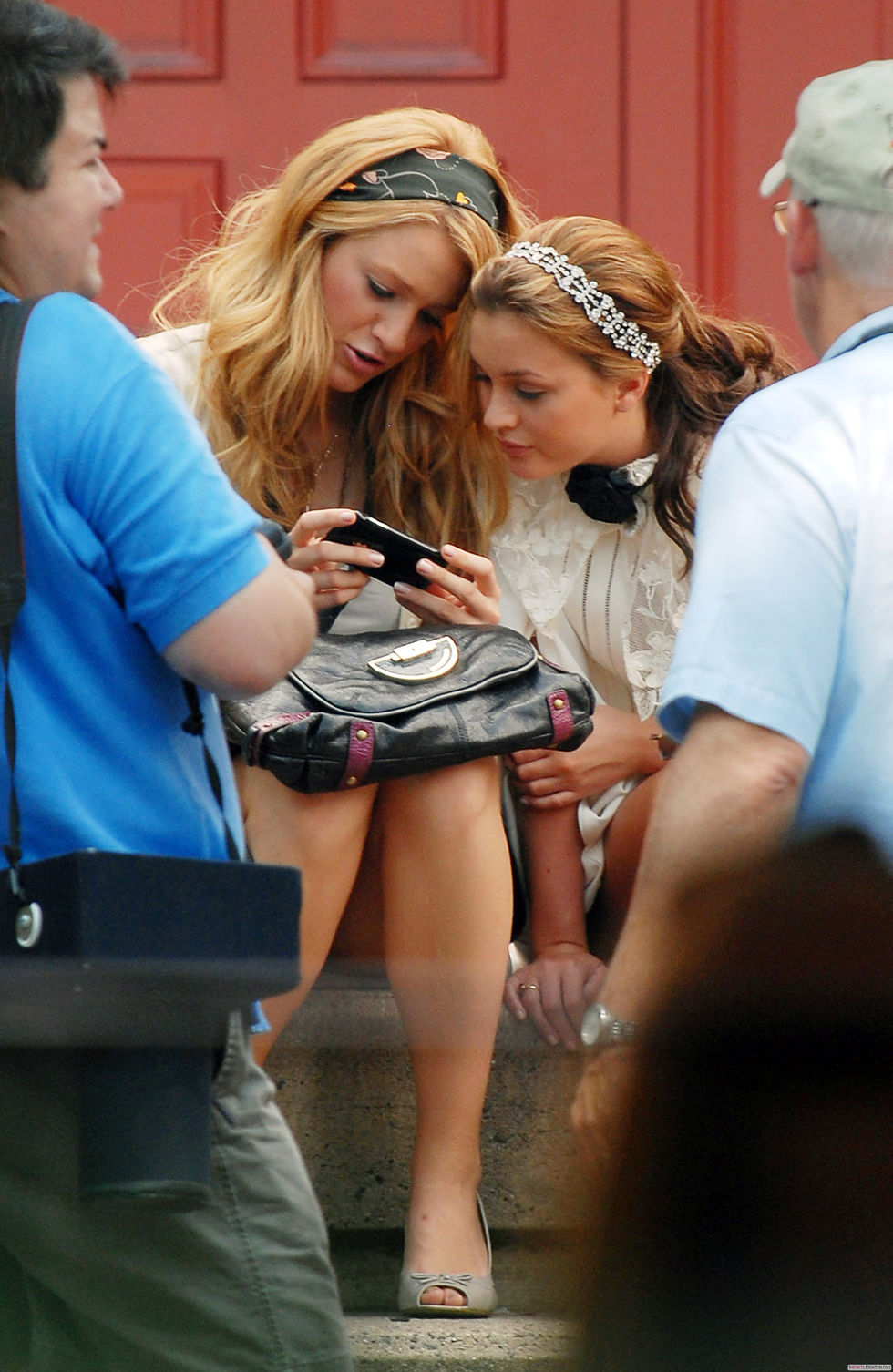 blake-lively-and-leighton-meester-leggy-candids-on-the-set-of-gossip-girl-01