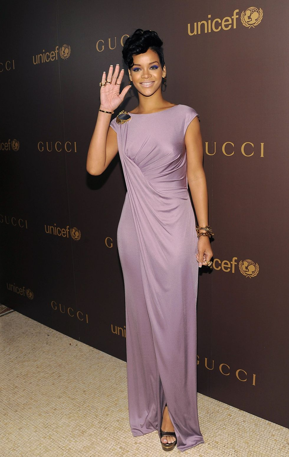 blake-lively-and-rihanna-gucci-unicef-dinner-at-the-oak-room-at-the-plaza-in-new-york-01