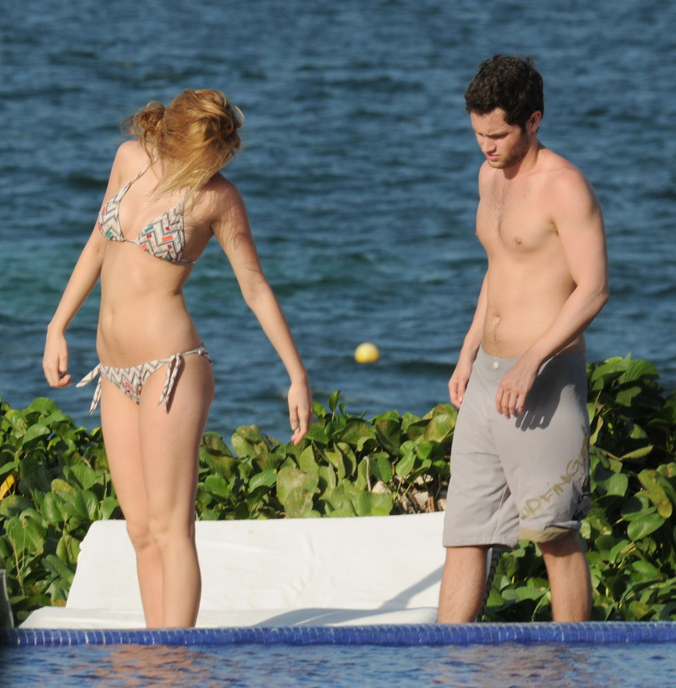 blake-lively-bikini-candids-in-cancun-01