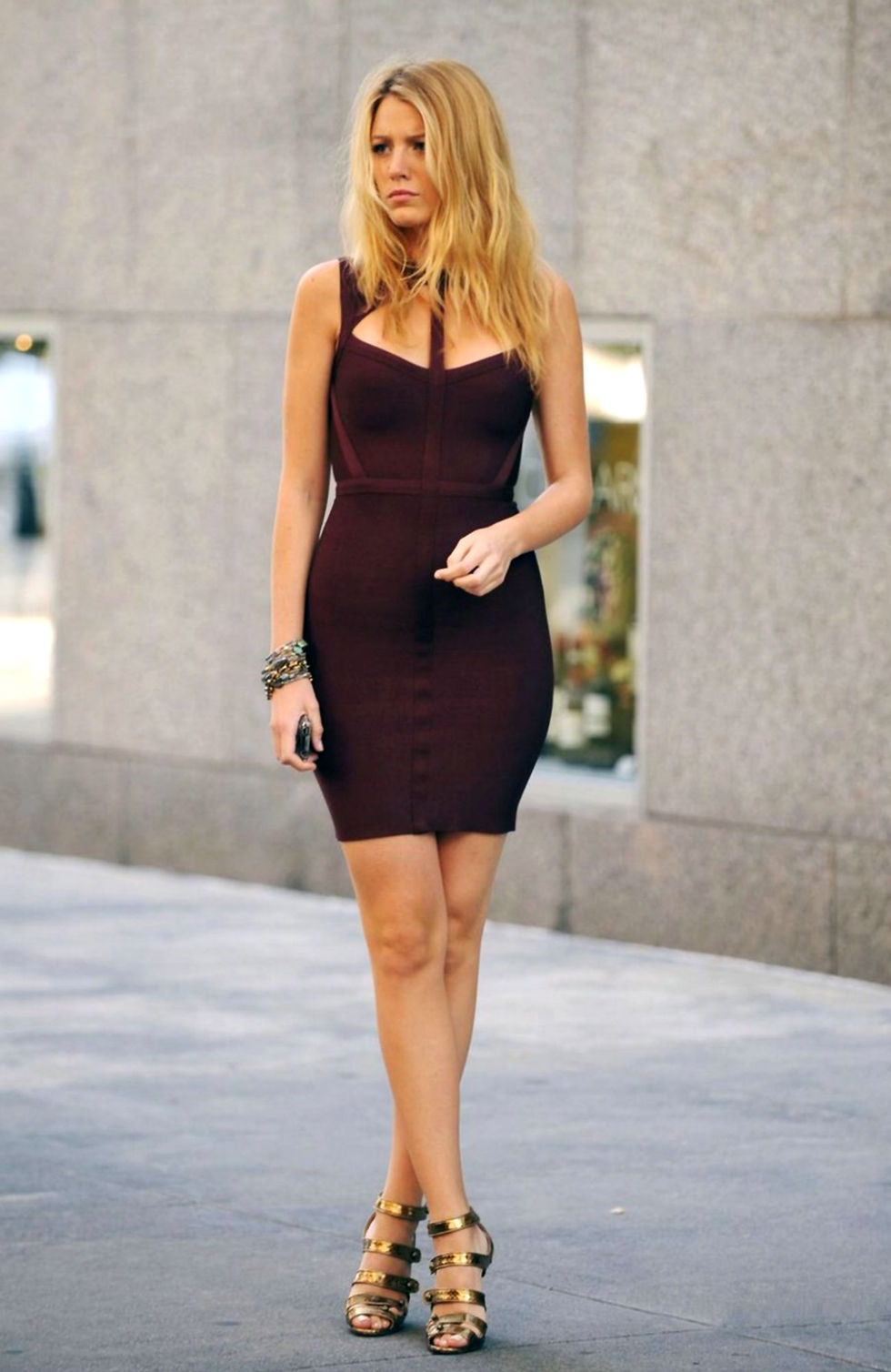 blake-lively-candids-on-the-set-of-gossip-girl-02