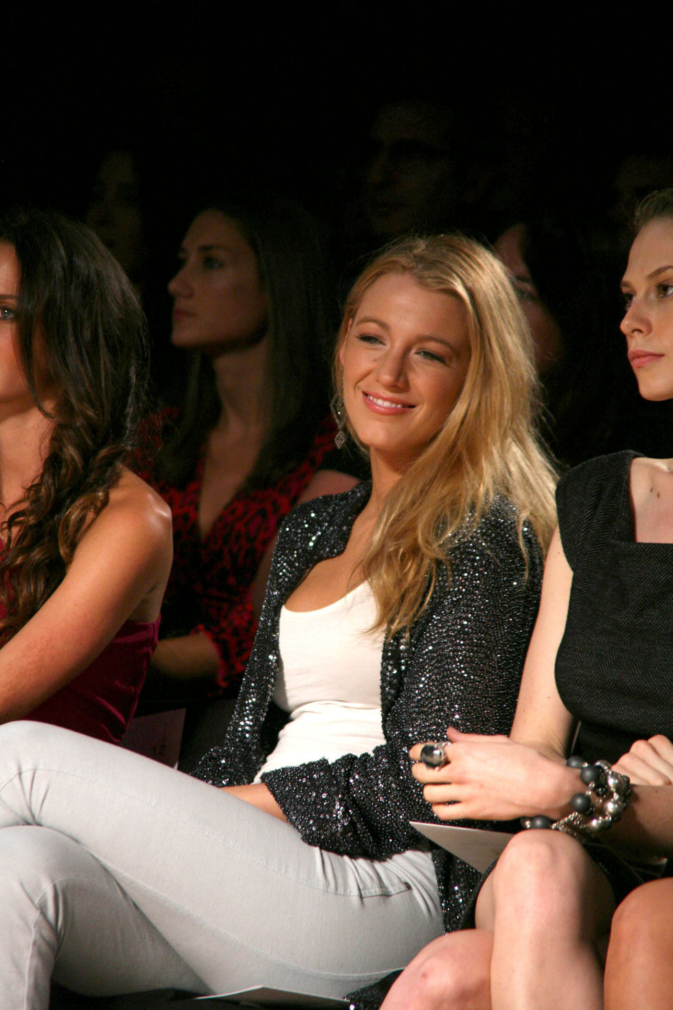 blake-lively-diane-von-furstenburg-fashion-show-01