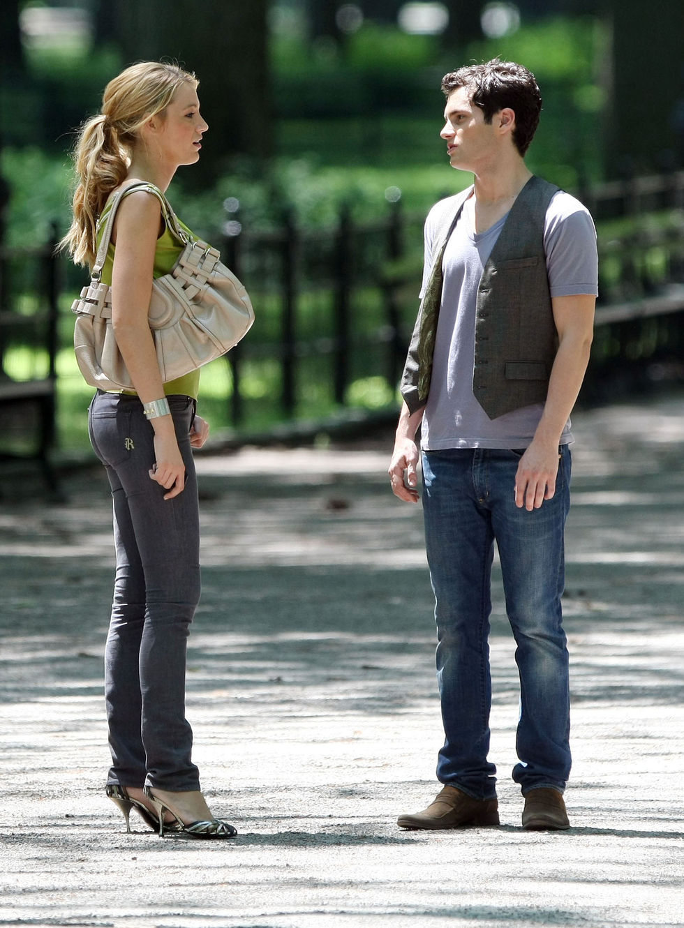 blake-lively-filming-gossip-girl-in-central-park-01