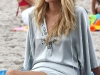 blake-lively-filming-gossip-girl-on-the-beach-in-new-york-07