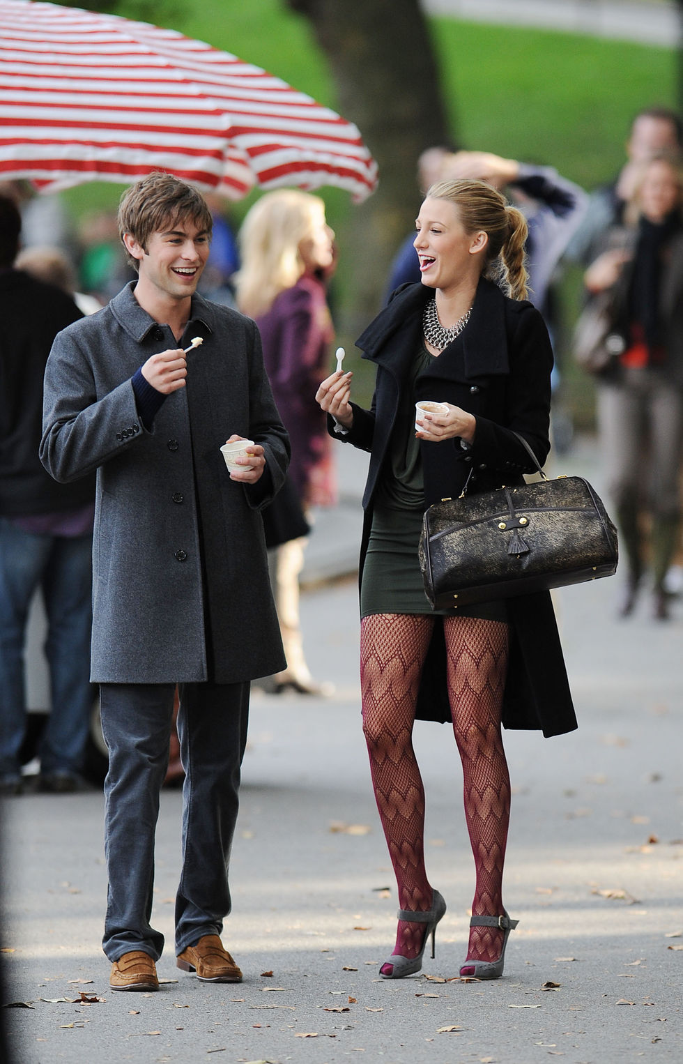 blake-lively-leggy-in-stockings-on-gossip-girl-set-01