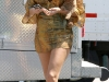 blake-lively-leggy-on-the-set-of-gossip-girls-in-new-york-05