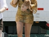 blake-lively-leggy-on-the-set-of-gossip-girls-in-new-york-09