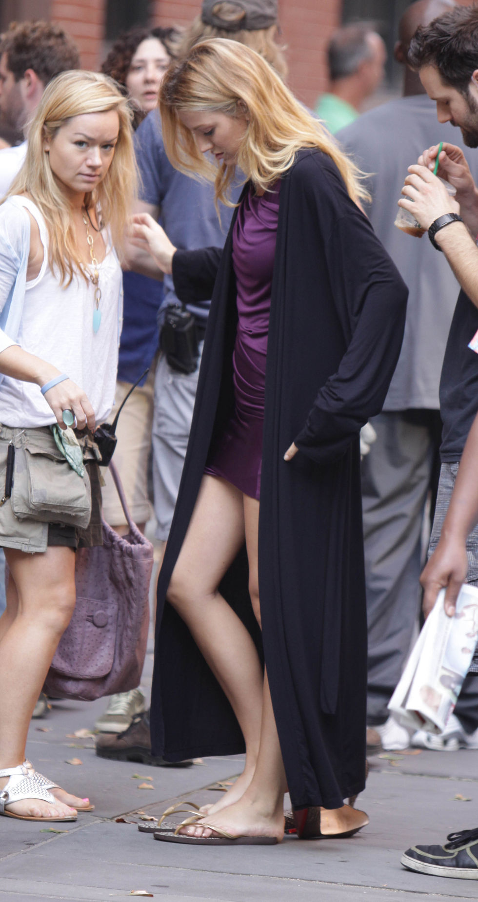 blake-lively-on-set-of-gossip-girl-in-new-york-01