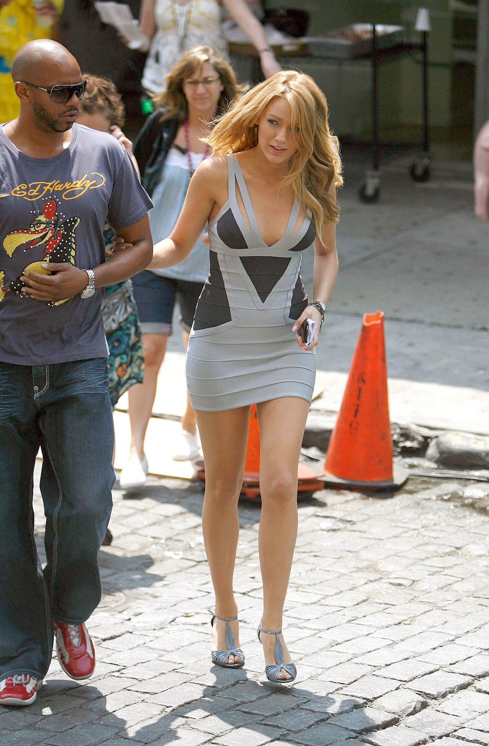 blake-lively-on-the-set-of-gossip-girl-in-new-york-01