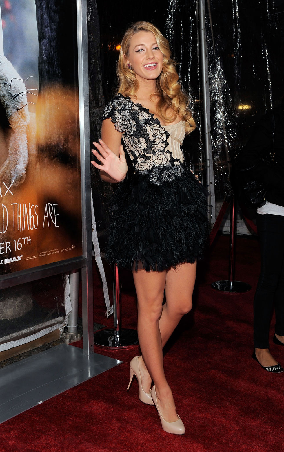 blake-lively-shows-cleavage-at-where-the-wild-things-are-premiere-01