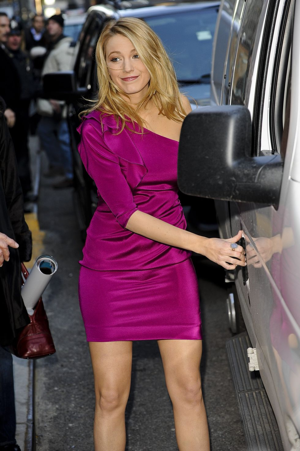 blake-lively-visits-the-late-show-with-david-letterman-in-new-york-01