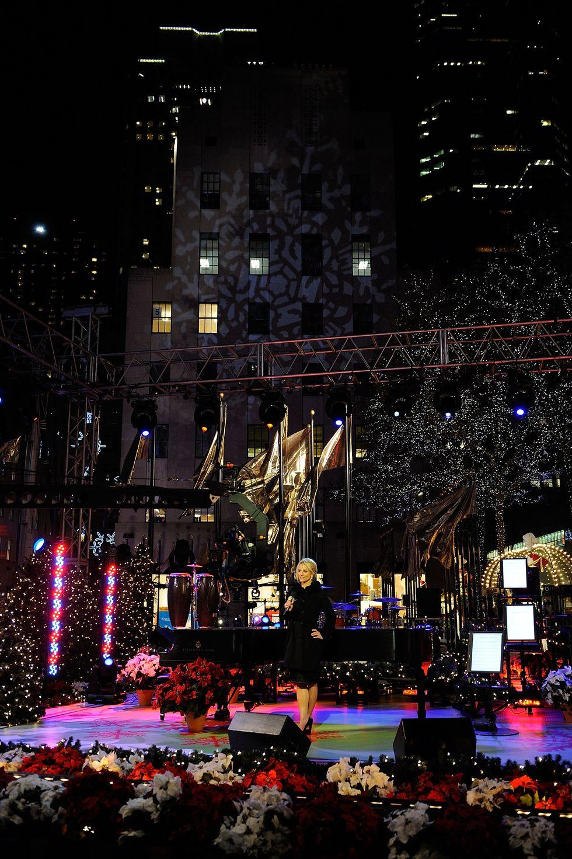 britney-spears-76th-rockefeller-center-christmas-tree-lighting-in-new-york-04
