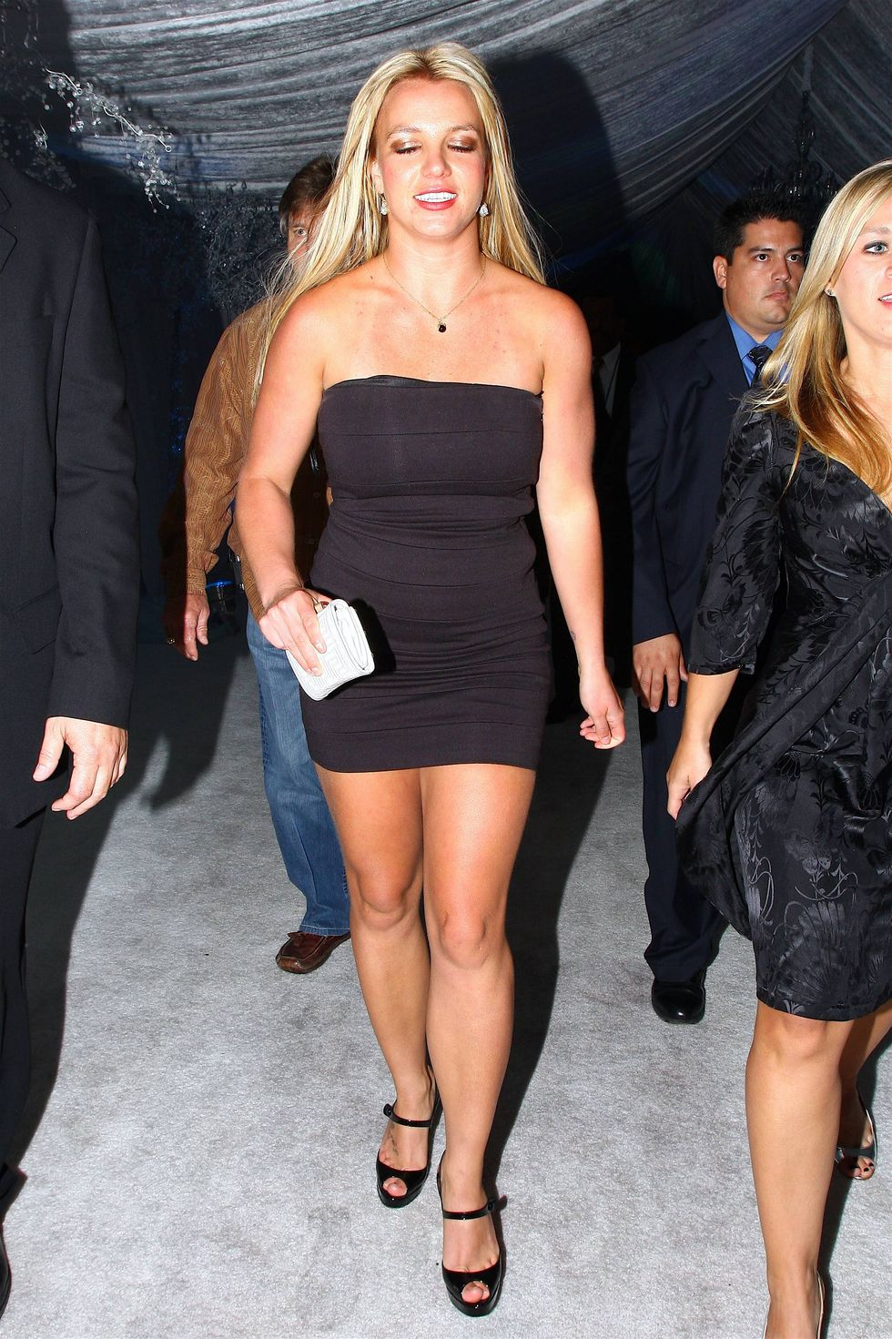 britney-spears-at-ed-hardy-party-in-hollywood-01