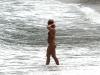 britney-spears-bikini-candids-at-a-beach-in-costa-rica-04