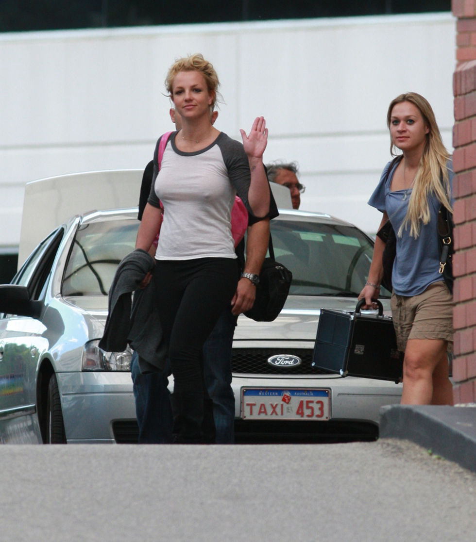britney-spears-braless-candids-in-perth-01