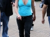 britney-spears-cleavage-candids-at-the-london-zoo-04