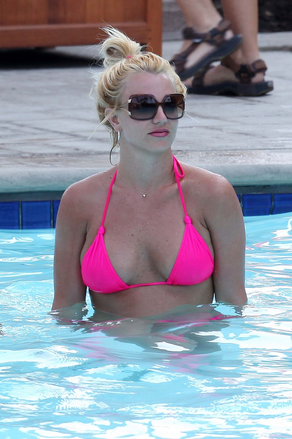 britney-spears-in-pink-bikini-in-marina-del-rey-01