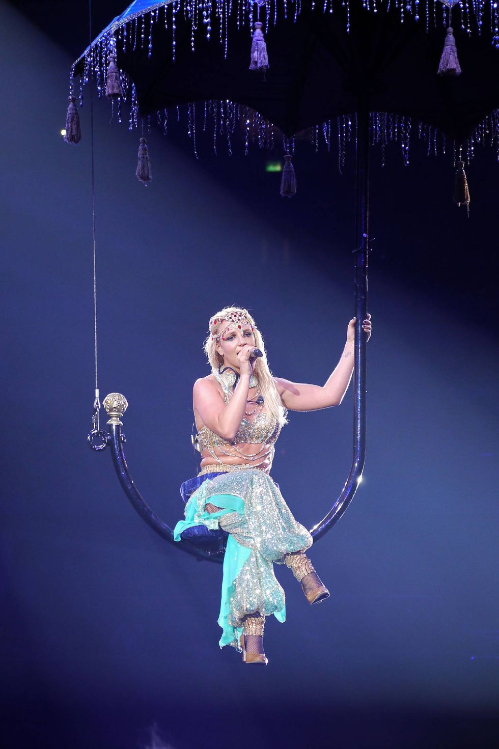 britney-spears-performs-at-o2-arena-in-london-05