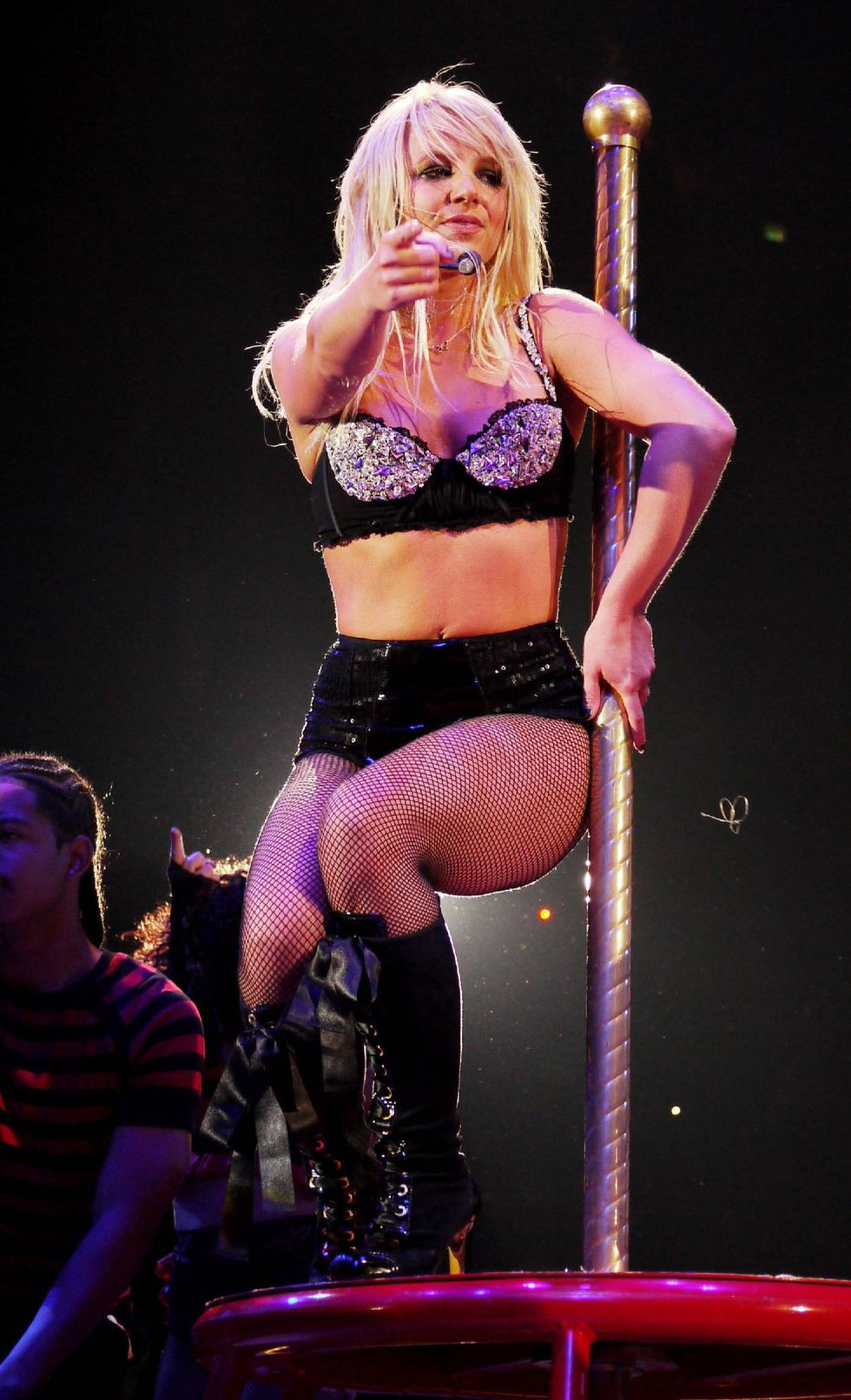 britney-spears-performs-at-o2-arena-in-london-12
