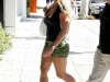 britney-spears-shopping-on-robertson-blvd-in-hollywood-09
