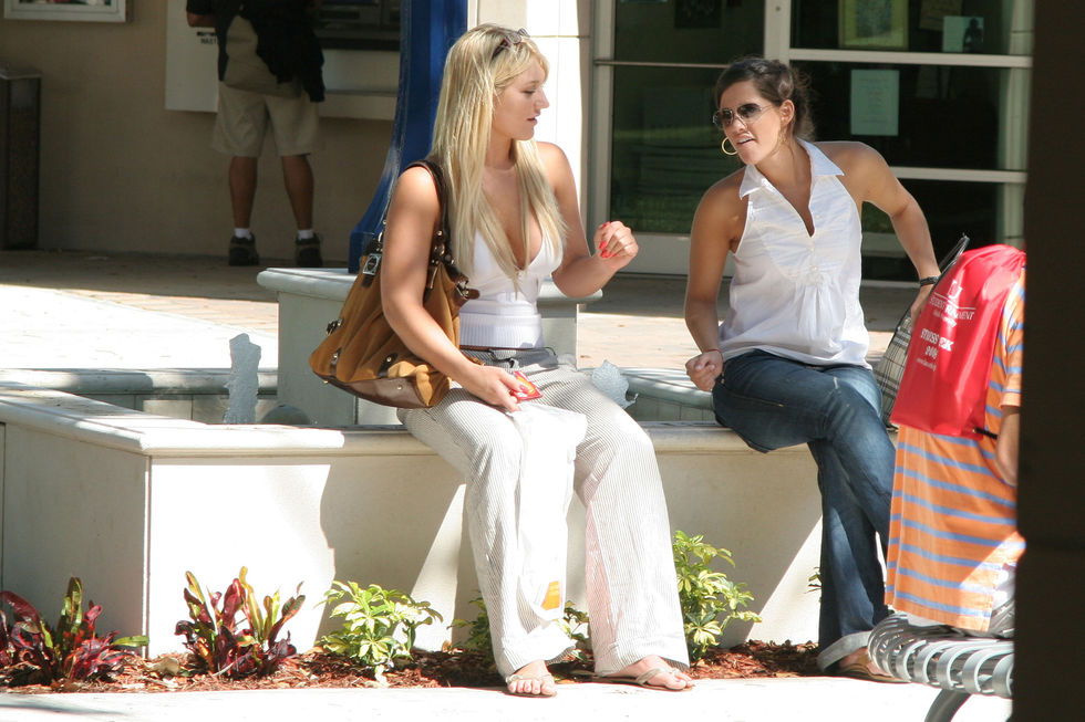brooke-hogan-cleavage-candids-at-florida-atlantic-university-07