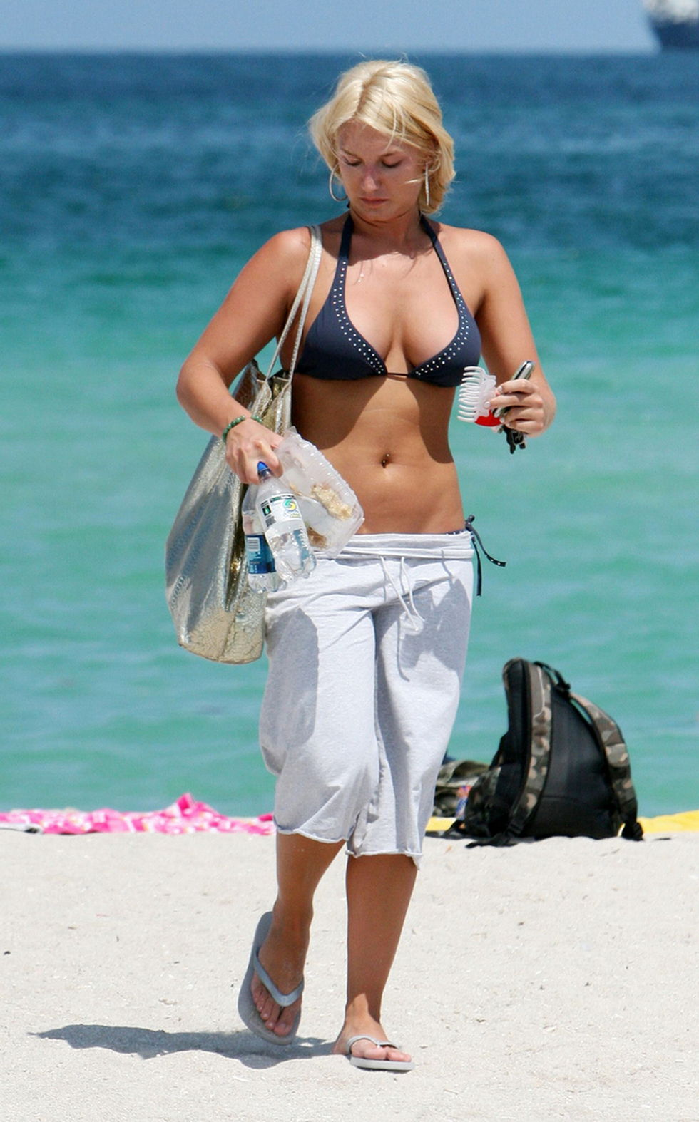 brooke-hogan-in-bikini-at-miami-beach-01