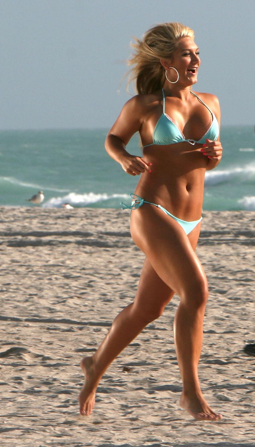 brooke-hogan-in-bikini-on-the-set-of-the-brooke-knows-best-in-miami-beach-01