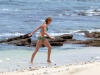 cameron-diaz-bikini-candids-in-hawaii-09