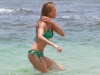 cameron-diaz-bikini-candids-in-hawaii-12