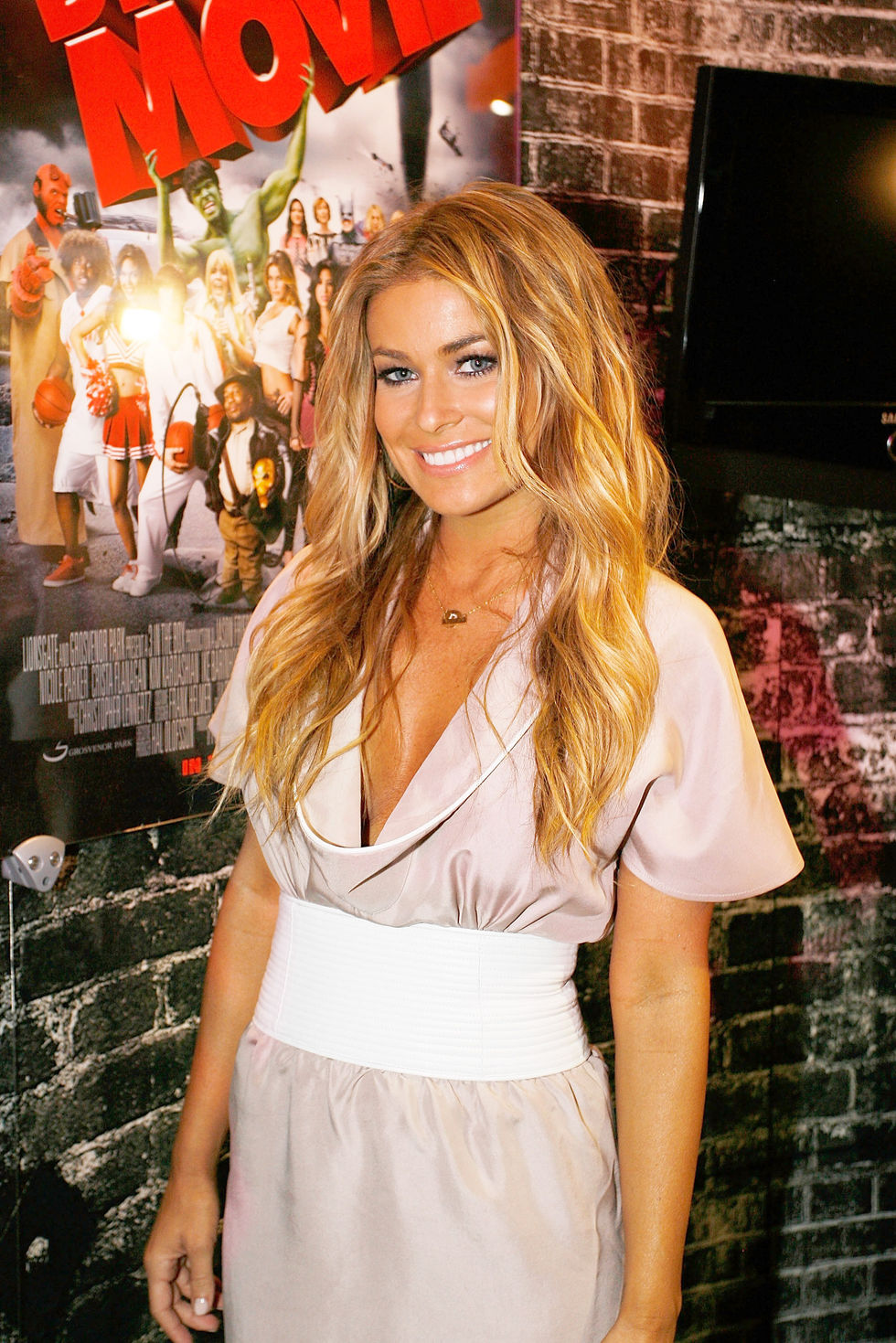 carmen-electra-and-kim-kardashian-at-diaster-movie-talent-signing-at-comic-con-2008-12