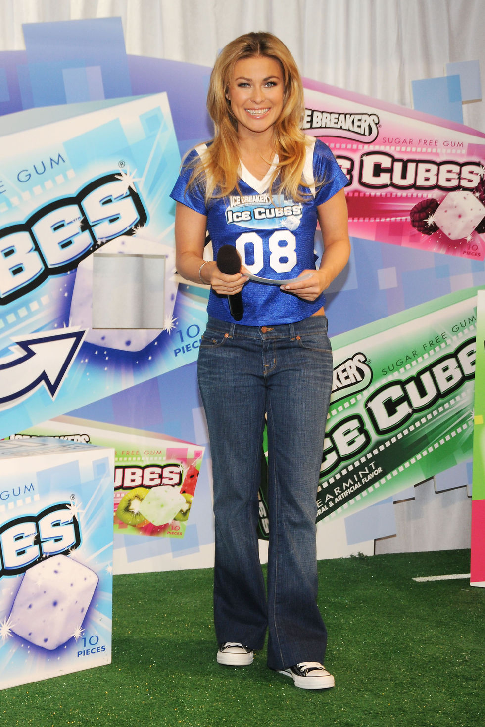 carmen-electra-debutes-icebreakers-ice-cubes-commercial-for-the-super-bowl-01