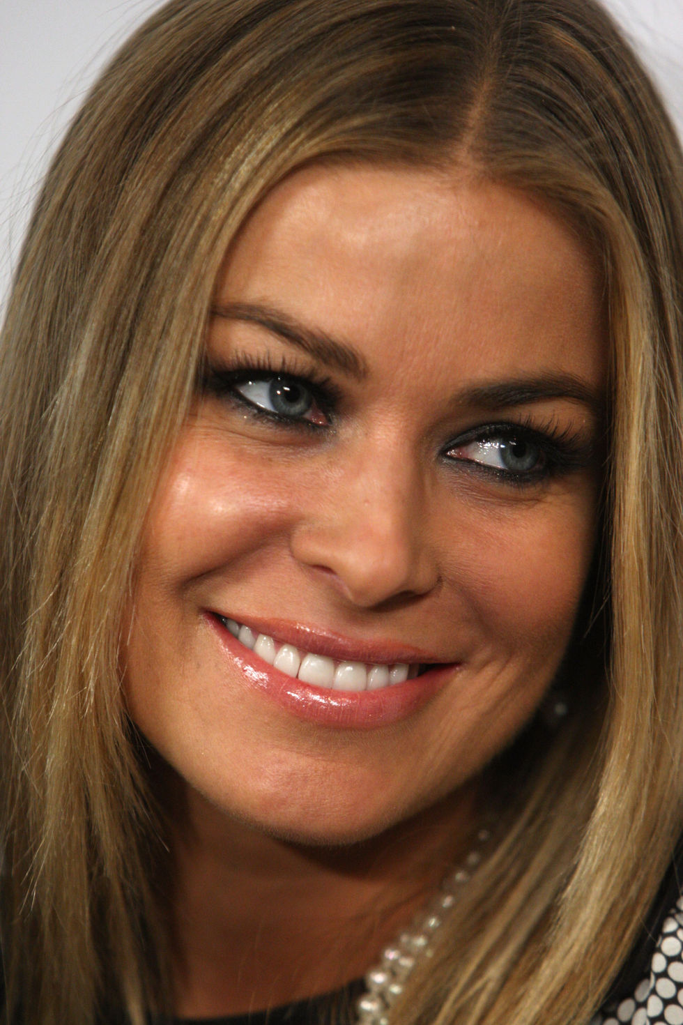carmen-electra-neil-lanes-flagship-store-opening-in-los-angeles-01
