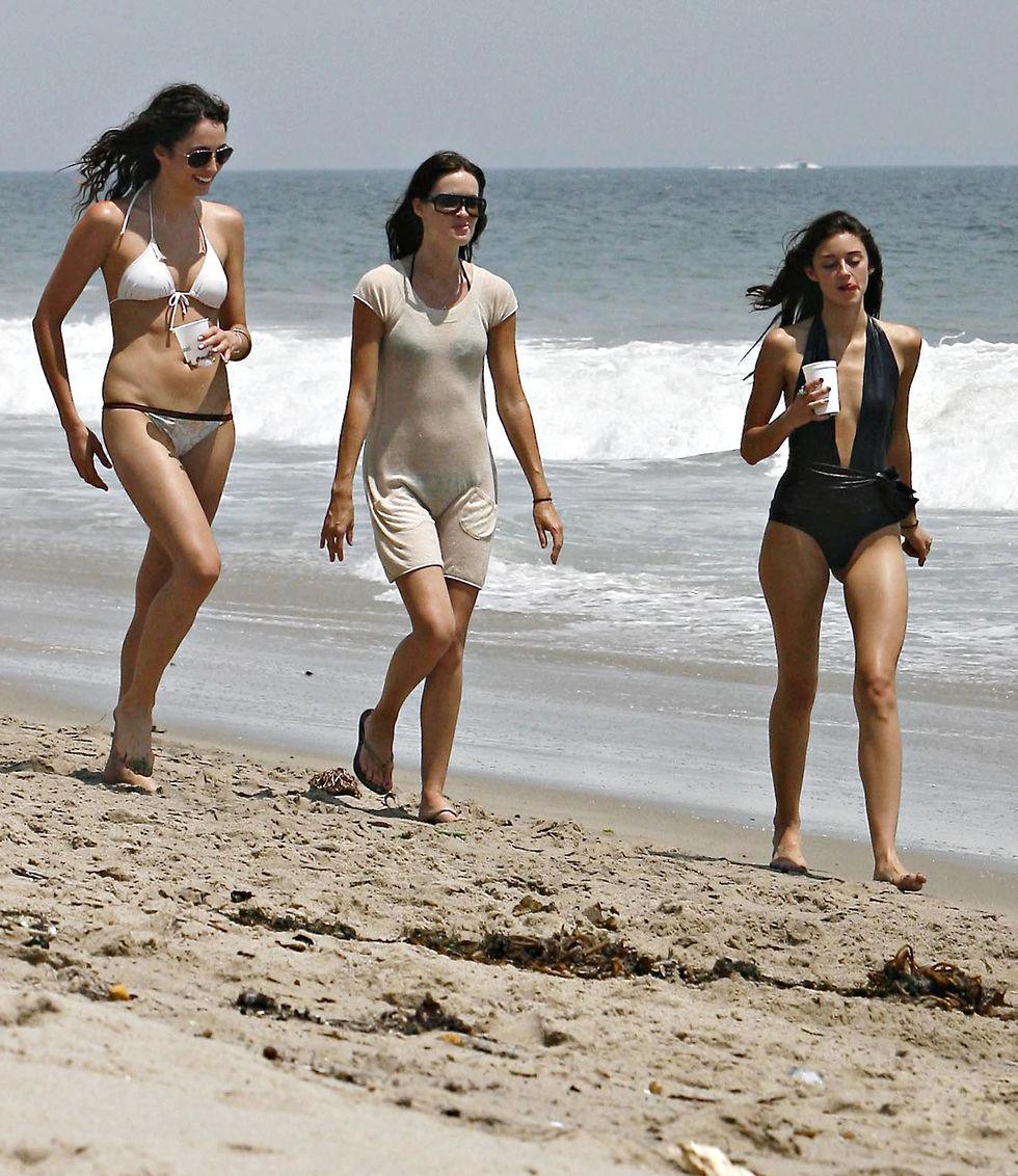 caroline-damore-in-swimsuit-on-the-beach-in-malibu-01