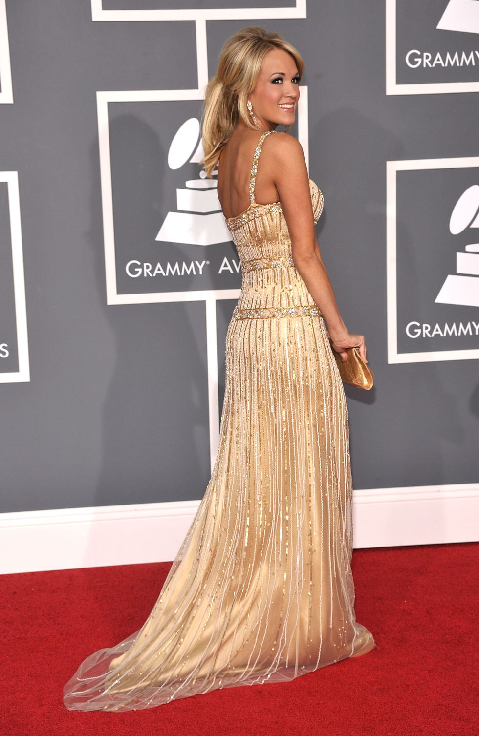 carrie-underwood-51st-annual-grammy-awards-01